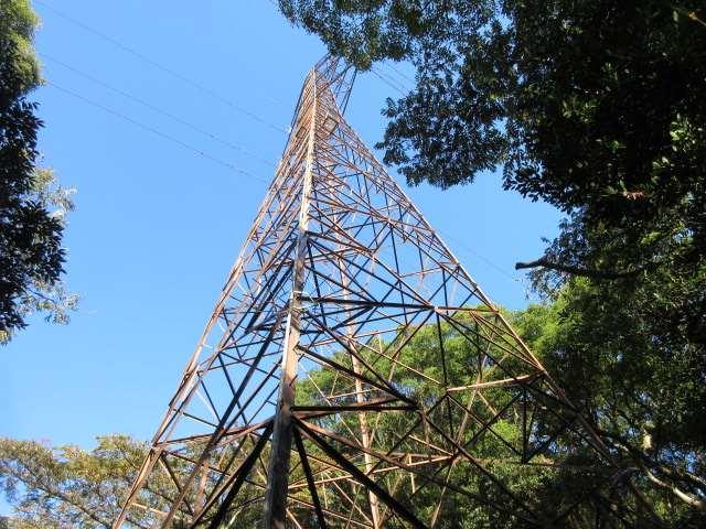 IMG0010JPG2列目鉄塔ここが取り付き点