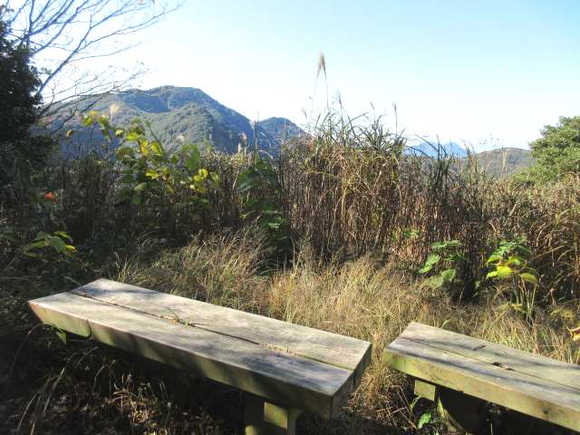 IMG0027JPGベンチから足立山
