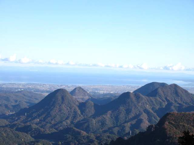 IMG0025JPG宇佐7山の向こうに稲積山
