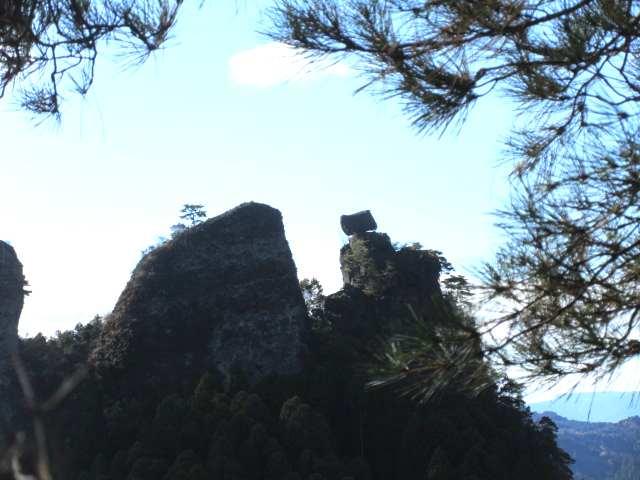 IMG0052JPGシルエットの奇岩