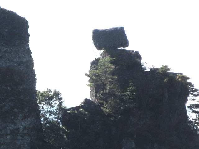 IMG0057JPG奇岩をアップで