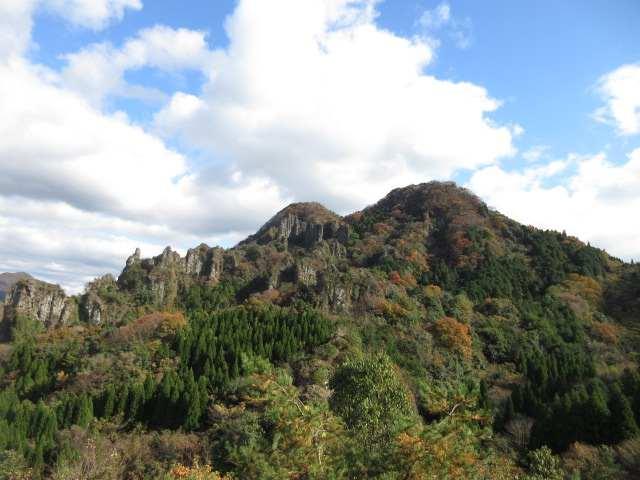 IMG0096JPG上麻生より仙岩山と岩峰