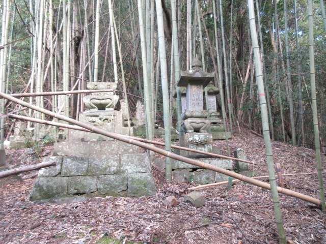 IMG0111JPG墓所の横を