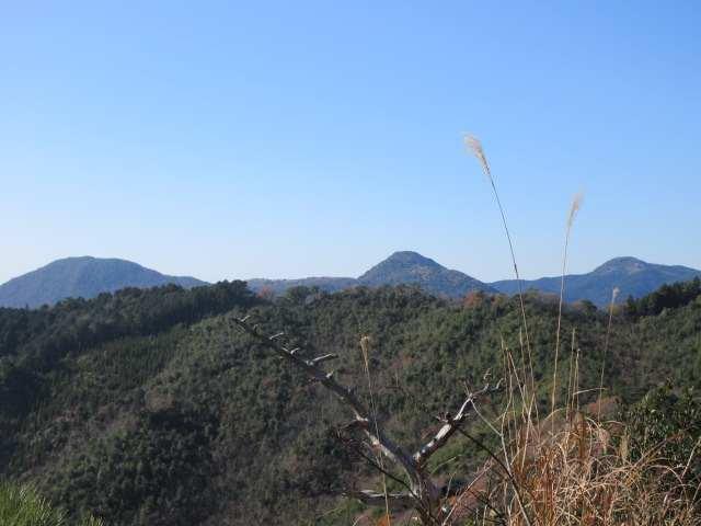 IMG0069PG香春岳2峰1方遠方に牛斬山