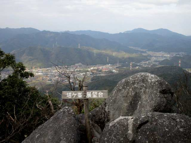 IMG0017JPG展望岩に登り詰める