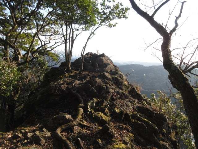 IMG0007JPG山頂東端の天望岩