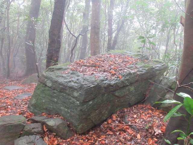 IMG0017JPG2の岳の豆腐岩
