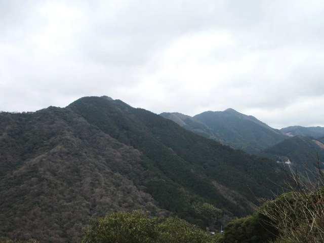 IMG0043JPG弓張岳の奥に特牛岳