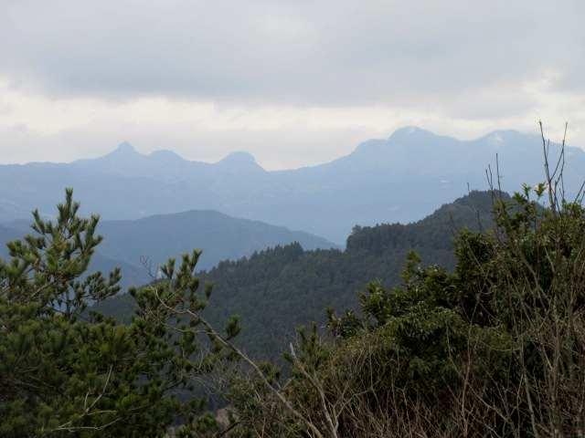 IMG0047JPG霞んだ英彦山