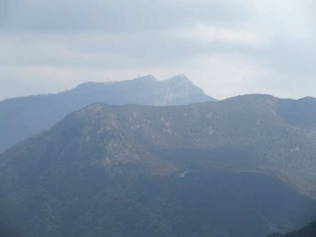 IMG0042JPG障子ヶ岳連山と英彦山