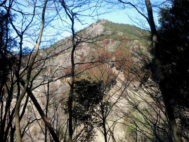 IMG0038JPG眼前に上塚山