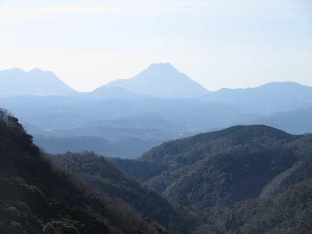 IMG0016JPG霞んだ由布岳、鶴見岳