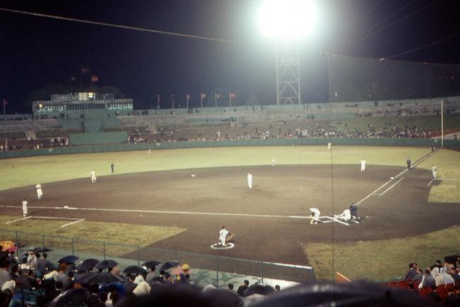 神宮球場歴史 1970年 ヤクルトアトムズ時代