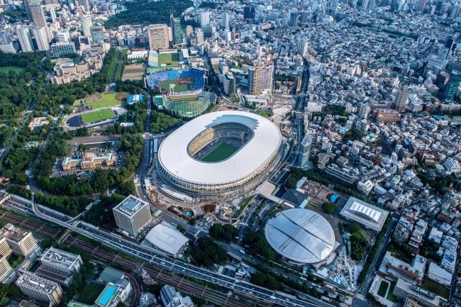東京2020オリンピックのメインスタジアムである新国立競技場と東京体育館