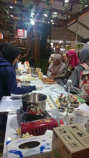 SIAL Inter Food Jakarta 2019_スイーツのブースに人気が集まる