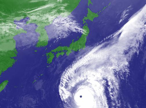 超大型の台風19号北上中、12日(土)夜にも東海や関東に上陸する可能性 … 強い風のみならず、大きな雨雲を伴っているため、関東、東海で500mm超の大雨のおそれ