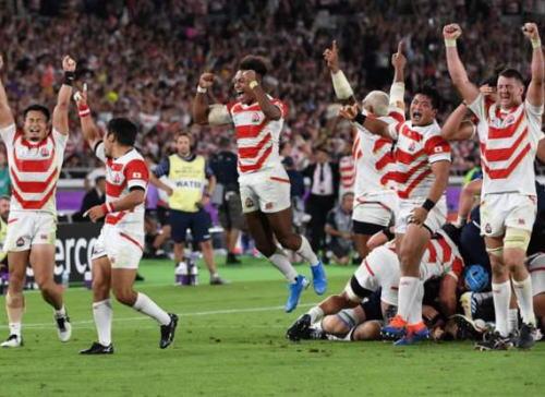 ラクビーW杯、日本代表がスコットランドに28対21で勝ち、1次リーグ4戦全勝で決勝トーナメント進出、初のベスト8へ