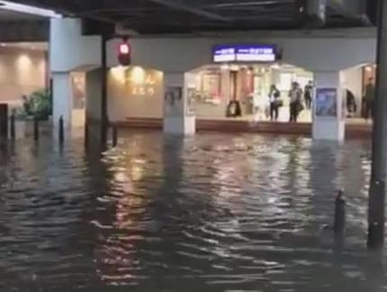 千葉県で猛烈な雨、複数の河川で氾濫の危険性 … 京成千葉駅前が水没するなど土砂災害や川の氾濫に厳重な警戒を