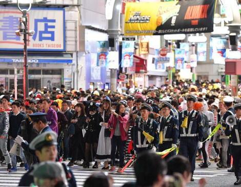 東京・渋谷駅周辺、31日のハロウィーンを前に厳戒態勢 … 10月25~27日と10月31日~11月1日に路上飲酒を禁止する条例を制定、防犯カメラ付き監視台を25台設置