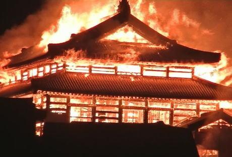 正殿・北殿・南殿など7つの建物が全焼した「首里城」の火災、正殿の火災報知器が作動した6分前に防犯センサーが何か動くものを感知