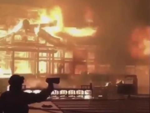 首里城炎上直後の正殿付近の様子を間近で撮影した撮影者不明の動画がツイッターで拡散(動画) … 消防や警備会社は「そんな状況ではなく、動画は撮影していない」と否定