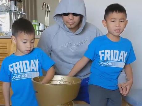 ボクシングWBSS、井上尚弥(26)に敗れたノニト・ドネア(36)、6歳と4歳の息子との約束のために恥を忍んで優勝トロフィーを井上から一晩借りる … 子供「ありがとう井上さん、そしておめでとうございます」