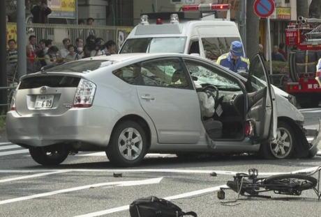 池袋暴走事故の飯塚幸三容疑者(87)、過失運転致死傷の疑いで書類送検へ … 暴走を引き起こす不具合は無く、ドラレコ分析した結果ブレーキとアクセルの踏み間違いが事故の原因だったと判断