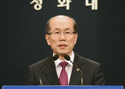韓国大統領府「GSOMIA維持を決めた事を日韓両政府が同時発表すると合意していたのに、先に日本のメディアが報道した。日本政府がリークしたからに違いない。不愉快だ」