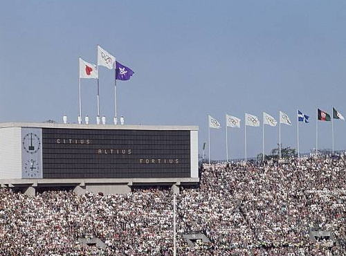 朝日新聞・社説 「東京五輪の年に 旗を振る、って何だろう」「『日の丸』を掲げる行為そのものに侵略戦争の暗い記憶を呼び起こし、複雑な感情を抱く人々がいる」