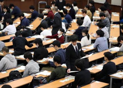 「わからない問題を検索しようとした」 大学入試センター試験、埼玉県の会場で一人の受験生がスマホを使おうとして複数の監督者に見つかる→ 全科目の成績が無効に