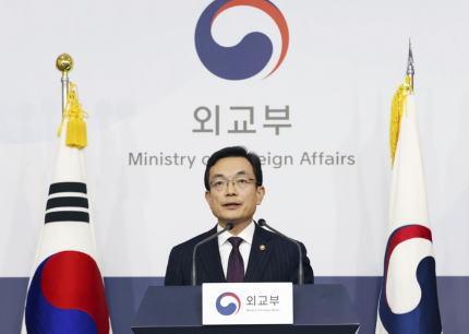 韓国政府、日本の入国制限強化で対抗措置、日本へのビザ免除を停止、「日本から流入する感染病を徹底して統制する」 … 日本への渡航警報も1段階引き上げ、2番目に厳しい「旅行自粛」とする