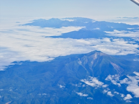 御嶽山と北アルプス