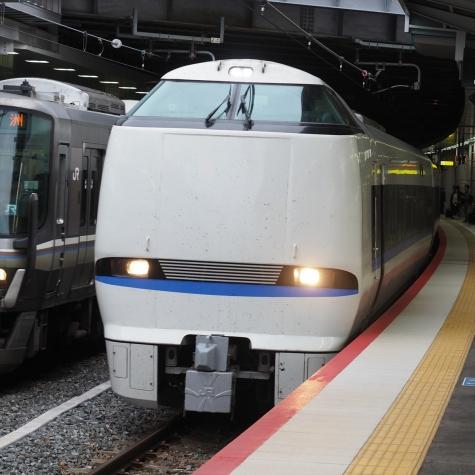 JR西日本 683系 特急サンダーバード【新大阪駅】