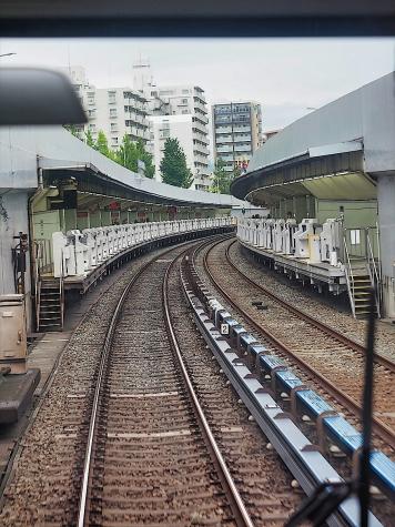 緑地公園駅【北大阪急行電鉄 南北線の車窓から】