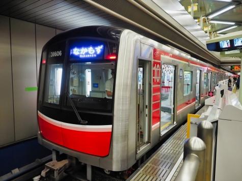 大阪メトロ 御堂筋線 3000系 電車【千里中央駅】
