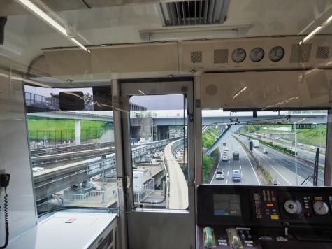 万博記念公園駅【大阪モノレールの車窓から】