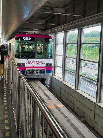 大阪モノレール 2000系 電車【万博記念公園駅】