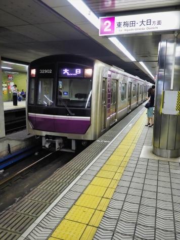 大阪メトロ 谷町線 30000系 電車【谷町四丁目駅】