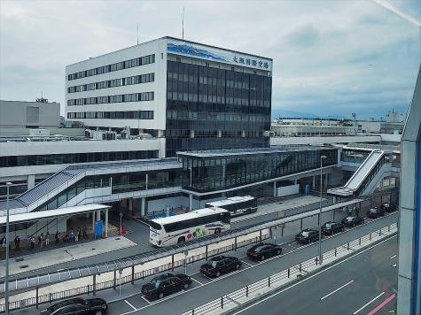 大阪国際空港(伊丹空港)【大阪モノレールの車窓から】