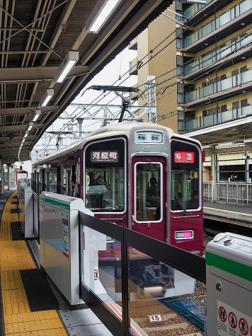 阪急電鉄 9000系 電車【十三駅】