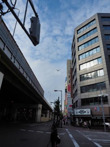 西中島南方駅の手前の交差点