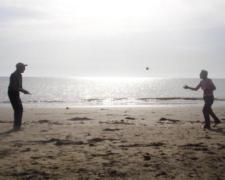 キャッチボール 会話 海辺
