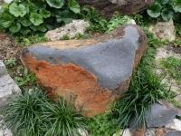 崩壊した安山岩