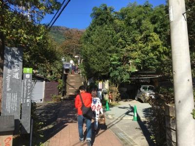 バス停大山ケーブル駅より登山口