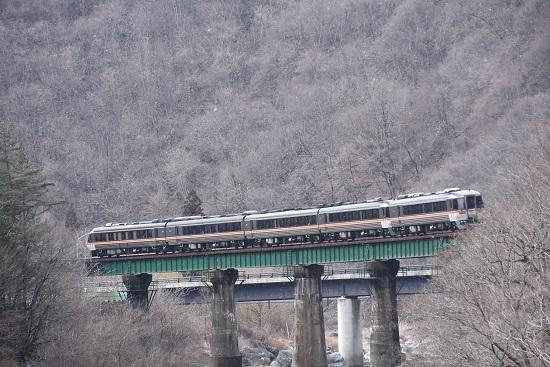 2020年2月23日撮影 高山本線 キハ85系 鉄橋の上を行くWVひだ