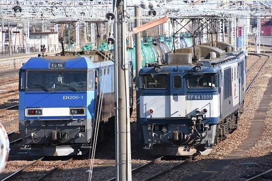 2020年2月29日撮影 南松本にて東線貨物2080レと西線貨物8084レの並び