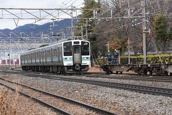 2020年2月16日撮影 東線貨物2083レ 空コキと211系の並び