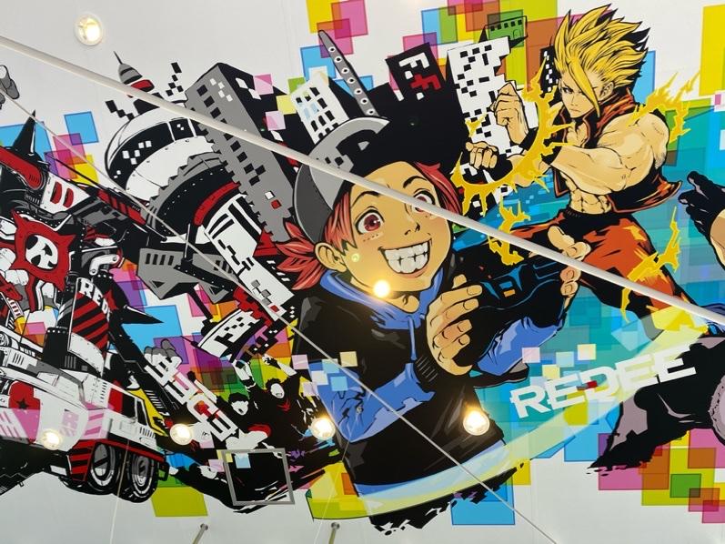 REDEEのエントランスに描かれたキャラクターたち