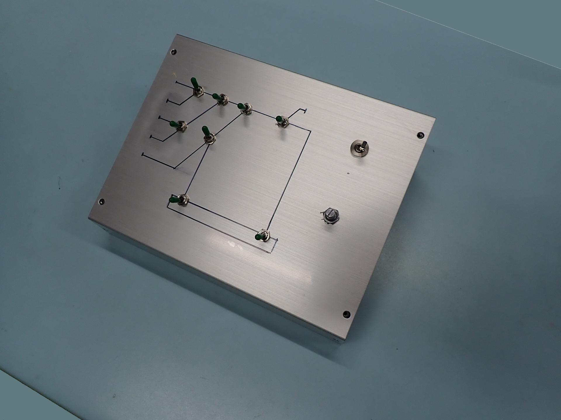 コントローラーとポイントスイッチを一体化したパックを製作中です。