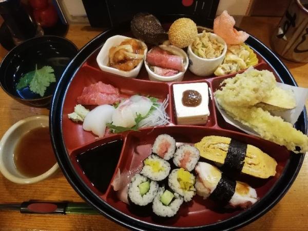 TondabayashiSushihiro_003_org.jpg